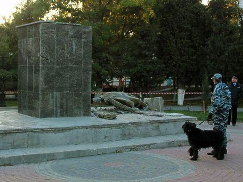 ВСудаке вандалы ночью разгромили монумент Ленину вгородском саду