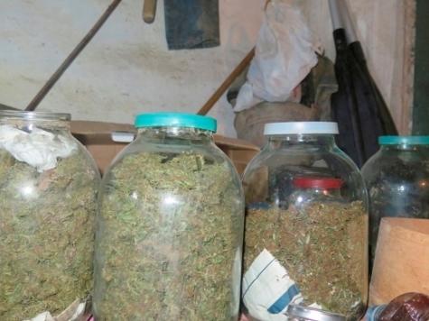 Крымчанин «консервировал» марихуану ипрятал вогороде