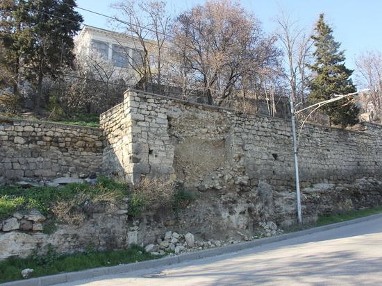 В Севастополе «заплакали» стены