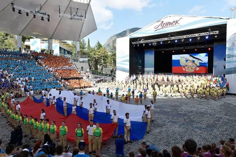 Путин открыл вАртеке седьмую смену ипризвал всех кдружбе