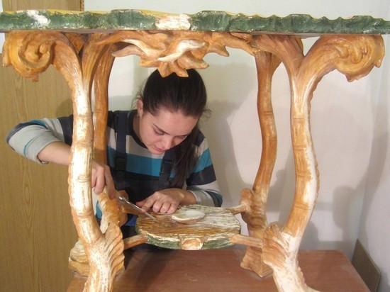 Питерские умельцы восстановили уникальную крымскую мебель...