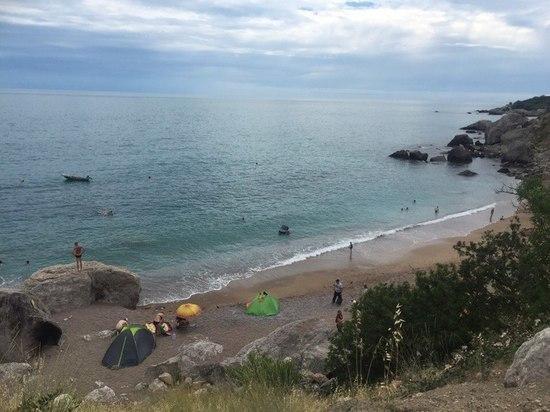 Батилиман: пляж в районе живописного урочища превращается в мусорную свалку
