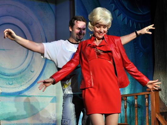 Театр в Крыму: под «Белый теплоход» закончился сезон…