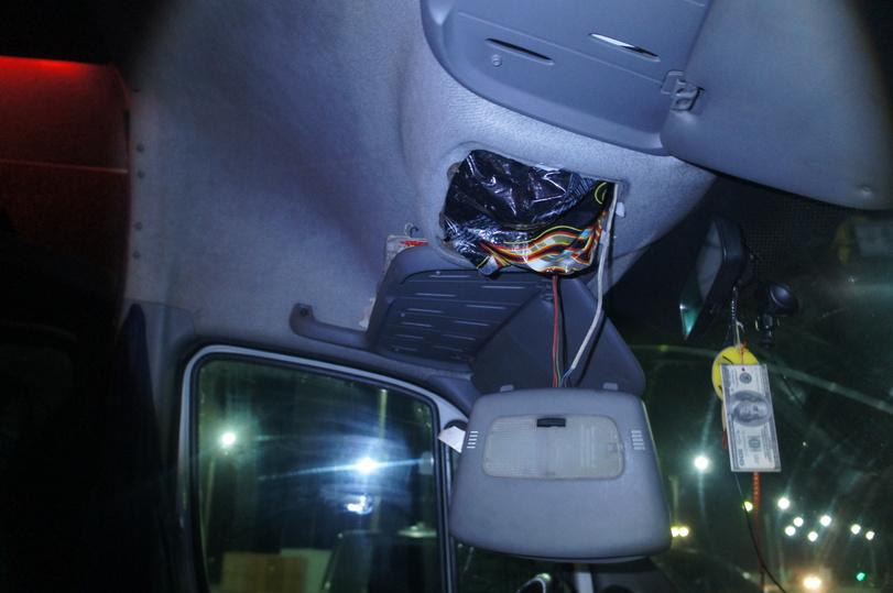 Крымские таможенники отыскали вавтомобиле украинца тайник скосметикой