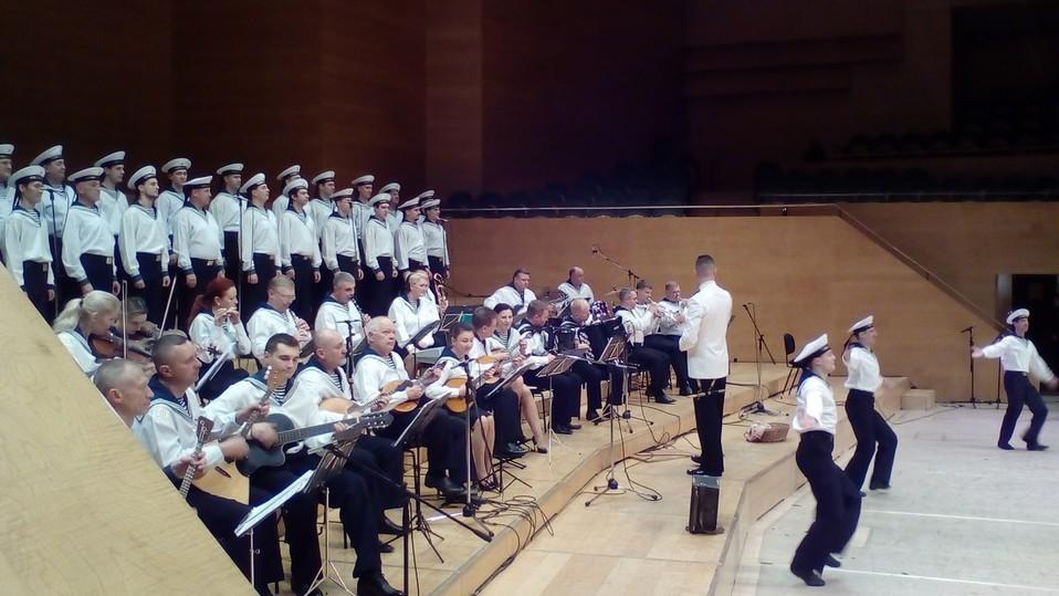Неменее 3 тыс. созерцателей посетили концерт ансамбля Черноморского флота вБарселоне