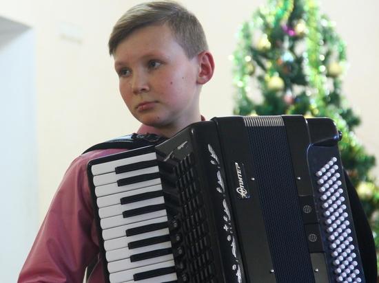В Балаклаве собирают деньги на аккордеон для юного виртуоза