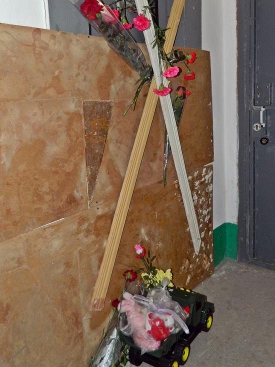 Лифт-убийца: в Крыму простились с 6-месячным Вовкой и его мамой