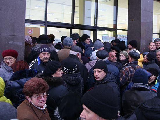 Очереди в Госкомрегистре: что творится вокруг сделок с недвижимостью в Крыму
